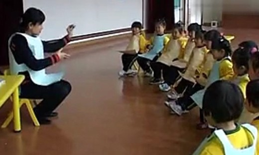 幼儿园小班 报纸印画《小背心》优质课教学视频