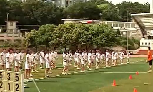第5届全国小学体育教学观摩课《小足球运球射门》(1)...