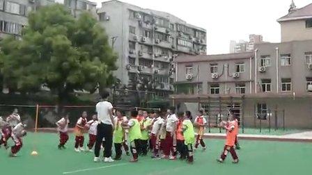 小学三年级体育优质课教学视频 投掷:双手前抛实心球3―2