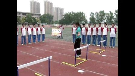 初中八年级体育《跨栏――起跨腿技术》教学视频,高中体育名师工作室教学视频