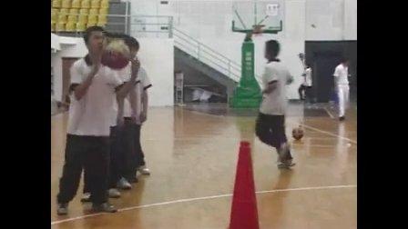 高一体育《篮球――持球交叉步突破》教学视频,高中体育名师工作室教学视频
