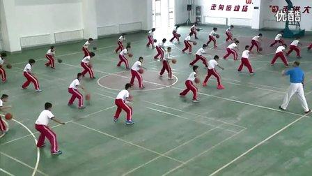 小学体育水平三五年级篮球《高低运球变换》教学视频(崔林)