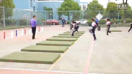 小学五年级体育《蹲踞式跳远》教学视频,张建苗,2014年优质课