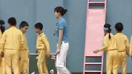 小学体育教学视频《爬墙手倒立》第四届全国体育观摩课教学视频