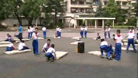 《前滚翻与体育游戏》优质课(人教版体育与健康小学二年级,张志梅)