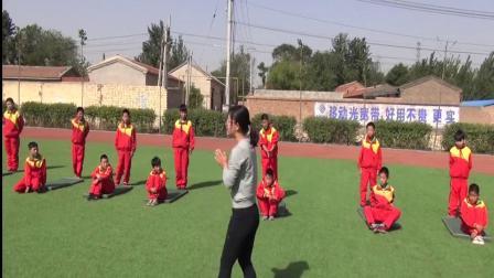 《肩肘倒立》优质课(科学版五年级体育,王艳梅)