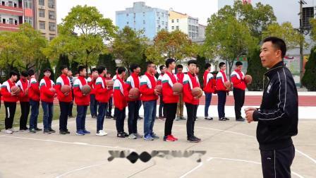 《篮球运球绕杆技术》优质课(人教版初一体育与健康,路衡)