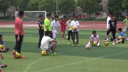 《足球-脚背正面,内侧踢球》人教版初一体育与健康,湖北市级优课