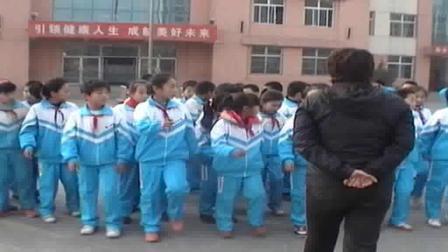 《前滚翻后滚翻》科学版三年级体育,王丽萍
