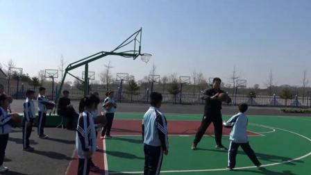 初一体育《双手胸前传接球》优质课-王云娇