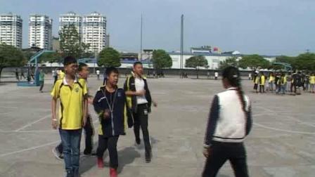 《足球-脚内侧踢地滚球》人教版初一体育与健康,纪亚男