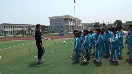 《跳短绳:连续并脚跳和单脚交换跳》科学版二年级体育,江苏省市级优课