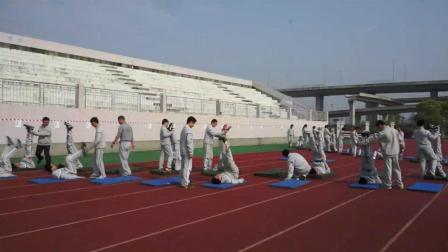 浙教版体育七下《肩肘倒立、体能练习》课堂教学视频实录-章以赛