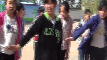 《下压式交接棒》五年级体育,唐山市县级优课